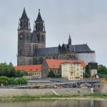 Kulturminister Robra würdigt Fertigstellung der Fenster der Johanniskirche in Magdeburg