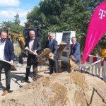 Breitbandausbau im Saalekreis: Symbolischer Spatenstich gibt Startschuss für die Arbeiten