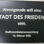 """""""Stadt des Friedens"""": geklaute Bronzetafel in Wernigerode ist wieder da"""