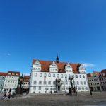 Radlerin in Wittenberg fährt Polizisten an in verletzt ihn