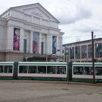 Autofahrer kracht in Magdeburg ins Straßenbahn-Gleisbett