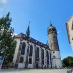 Schlosskirche in Wittenberg fotografiert: Mann greift zwei Frauen an
