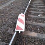 Steine, Metallteile, Reifen: Unbekannte legen im Bahnhof Blankenburg immer wieder Gegenstände ins Gleis