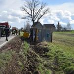 LKW in Schellbach im Burgenlandkreis kippt in den Straßengraben - Fahrer war betrunken