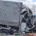 Tödlicher Unfall auf der A2 bei Schackensleben: Kleintransporter kracht auf LKW