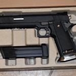 Jugendlicher in Barleben saß mit Softair-Waffe auf einer Bank