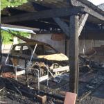 Fahrzeug in Remkersleben in der Börd geht in Flammen auf und setzt Carport und Schuppen in Brand