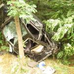 Gegen Baum geprallt: schwerer Verkehrsunfall bei Vitzke in der Altmark