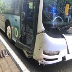 Bus prallt zwischen Silberhütte und Alexisbad gegen Felswand